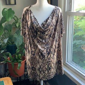 3/$25 🌟🌟👋🏻Jaclyn Smith drape neck  print top